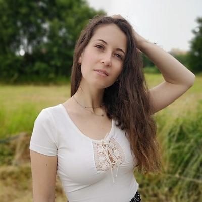 Angela Iris